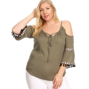 Tops - Solid waist length top in a relaxed fit, with 3/4